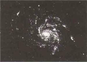 Bu bir anti-galaksi midir? Mevcut astronomik bilgiler bu sotuya henüz kesin cevap verememektedir.